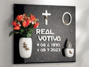 0002619_proposta-lapide-linea-bronzo-olpe-volo-lettere-italiano-bianco